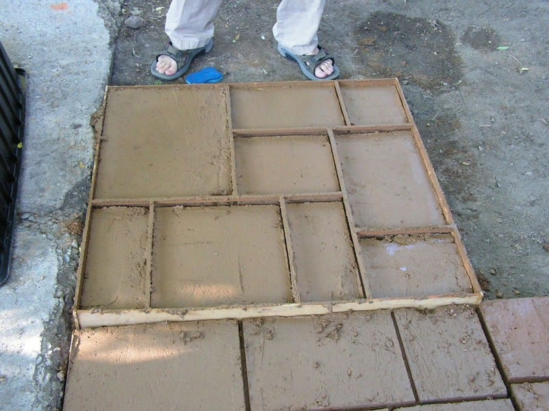 Do it yourself cement patio your projects obn for Pouring your own concrete driveway