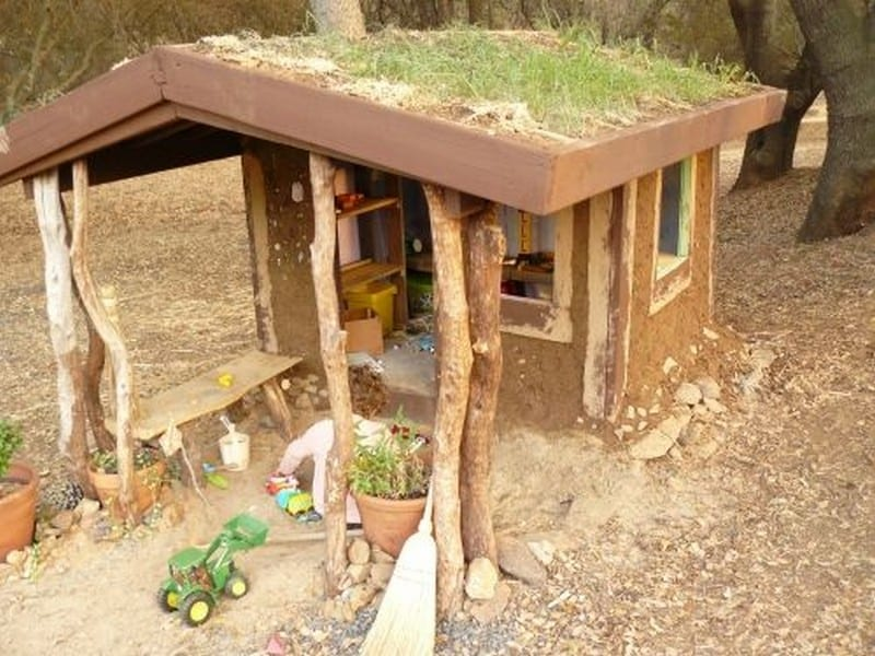 DIY Cob Playhouse03