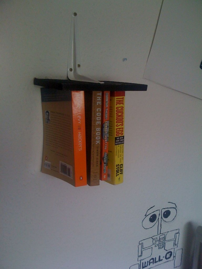 DIY Inverted Bookshelf 02