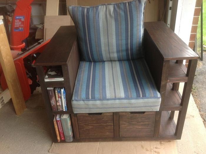 DIY Bookshelf Chair