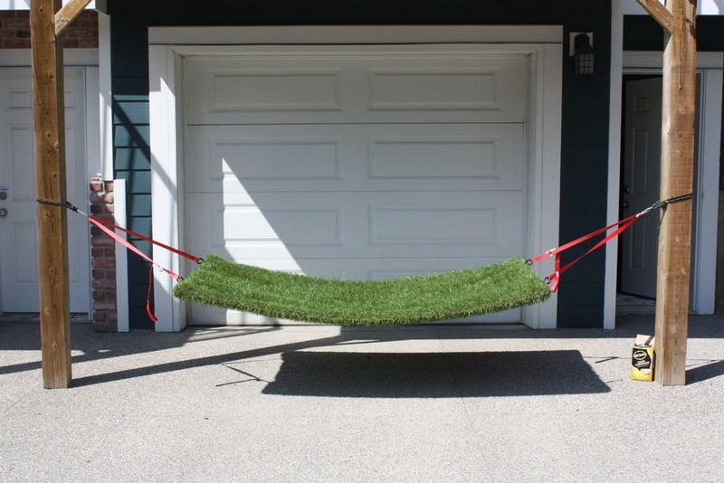 Enjoy the summer with a DIY grass hammock