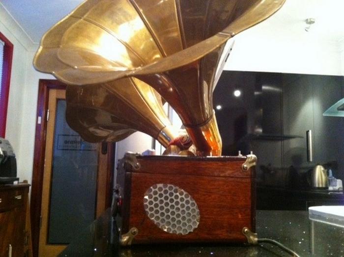 Steampunk iPhonograph Portasound