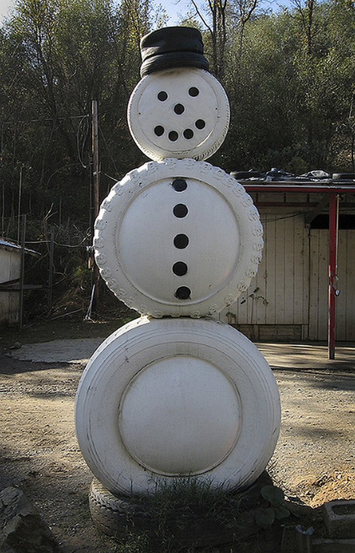 Tire christmas tree your projects obn for Snowmen made from tires