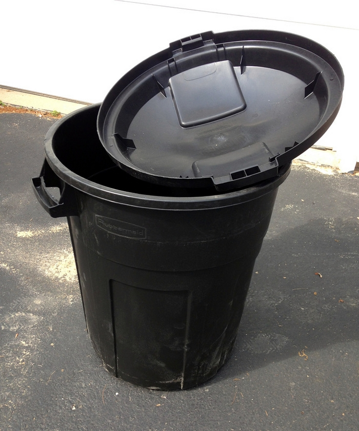Easy Stand Alone Rain Barrel from a Garbage Can - Your ...