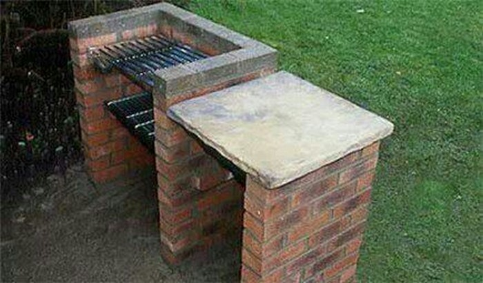 Charming DIY Brick Barbeque
