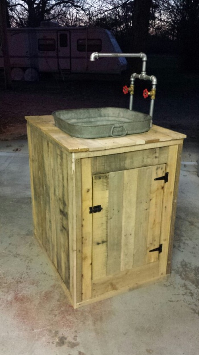 Build Your Own Unique Outdoor Sink With An Old Wooden Cable Spool Your Projects Obn