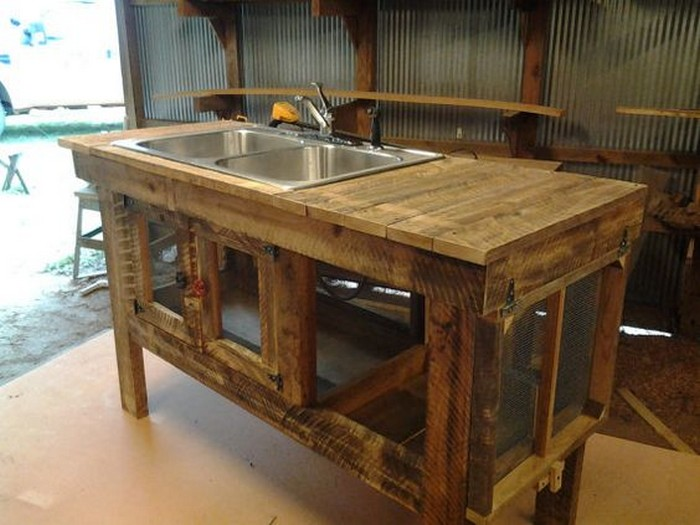 Build your own unique outdoor sink with an old wooden for Homemade fish cleaning table