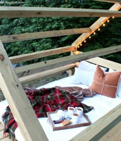DIY Outdoor Cabana Lounge