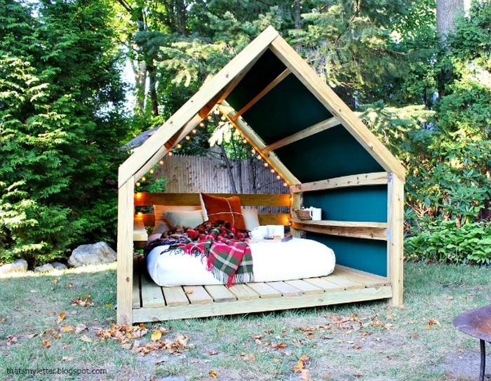 DIY Outdoor Cabana Lounge