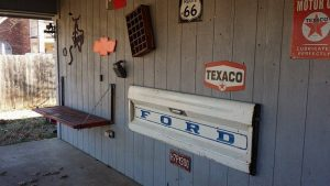 How to build a tailgate wall bench