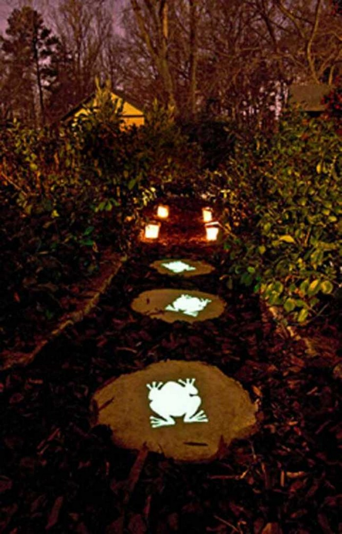 10 Landscaping Ideas For Using Stepping Stones In Your Garden: Enhance Your Yard By Making Glow In The Dark Stepping