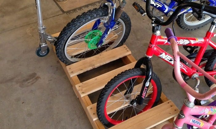 Make your own bike rack out of pallets!