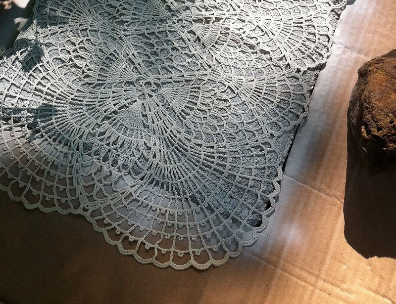 DIY Lace-like stepping stones