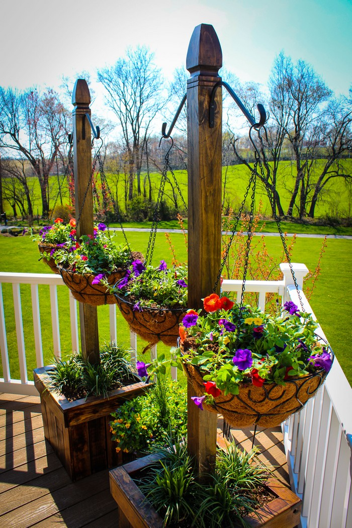 Build A Beautiful Hanging Basket Planter For Displaying