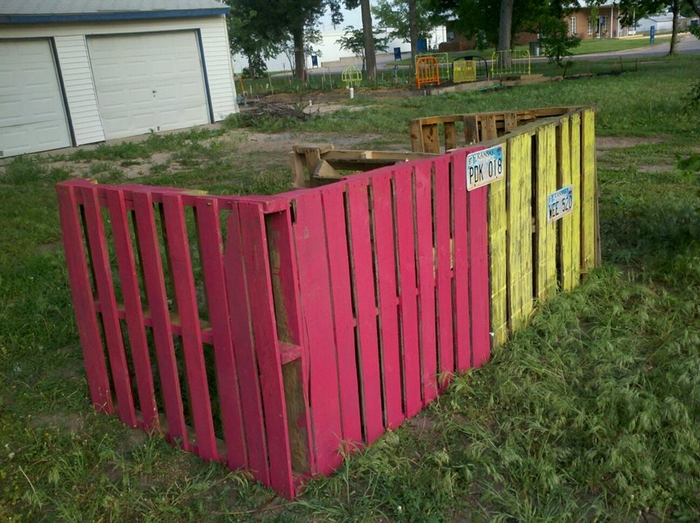 how to build a compost pile with pallets