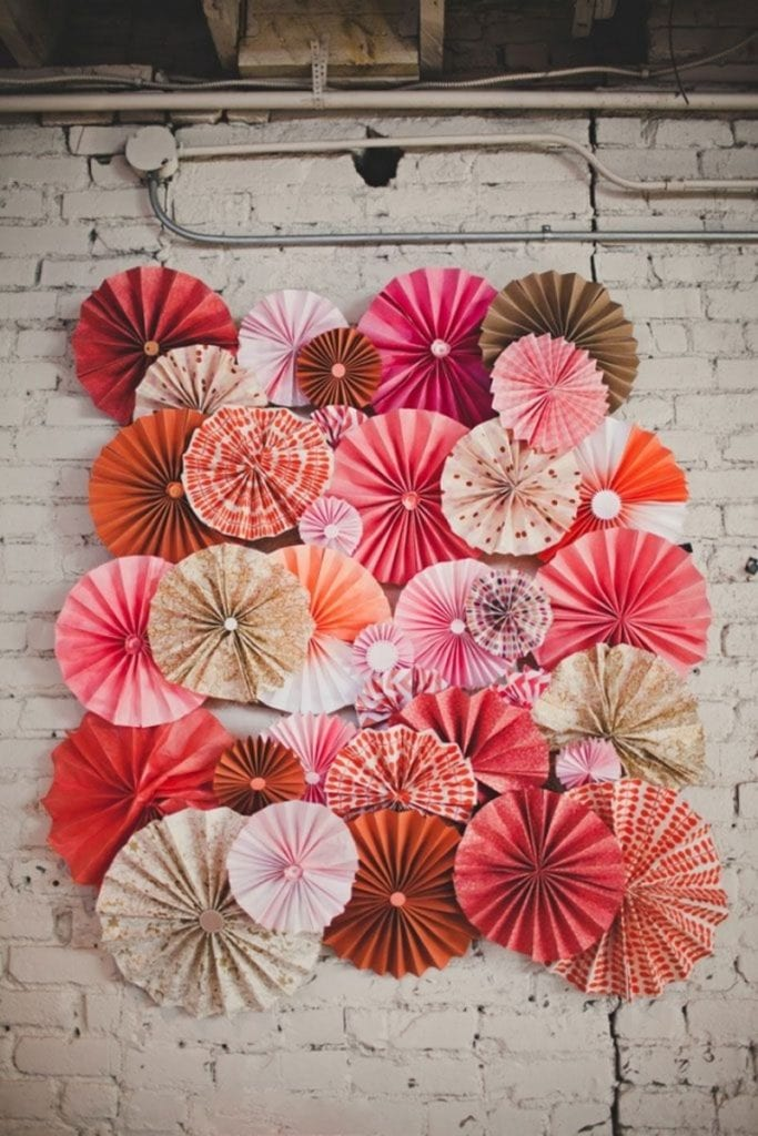 Easy paper decors to spruce up plain and boring walls for How to make wall decoration