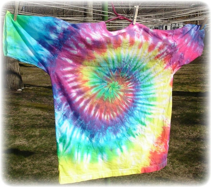 How to Tie-Dye White Shirts