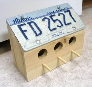 DIY license plate birdhouse