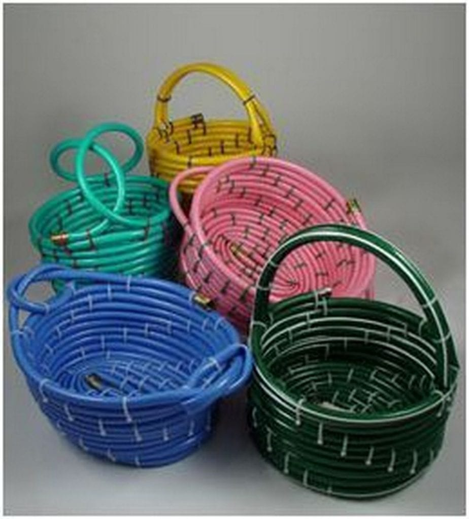 These DIY baskets from garden hoses are very simple and easy to make.