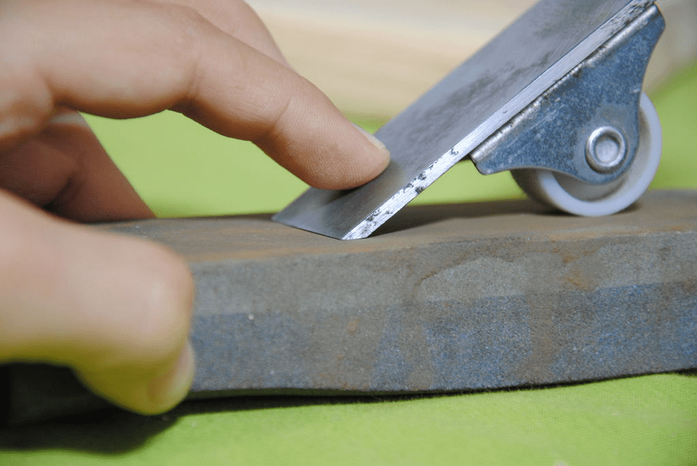 This DIY magnetic honing guide will make sharpening chisels and hand-planes a whole lot easier.