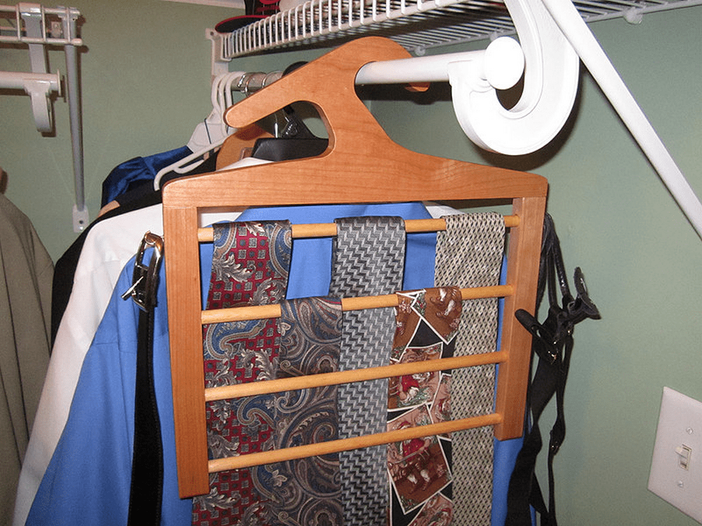 This DIY tie rack hanger is a great way to organize those ties!