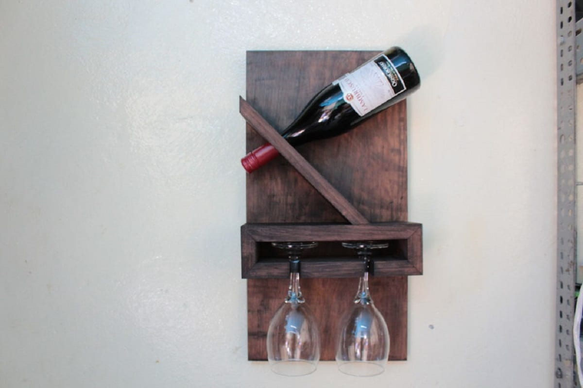 Make an elegant single-bottle wine rack from pallets