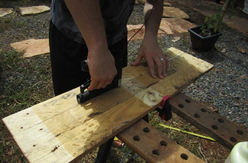Ensure that the joints between the boards are fastened as tight as possible.