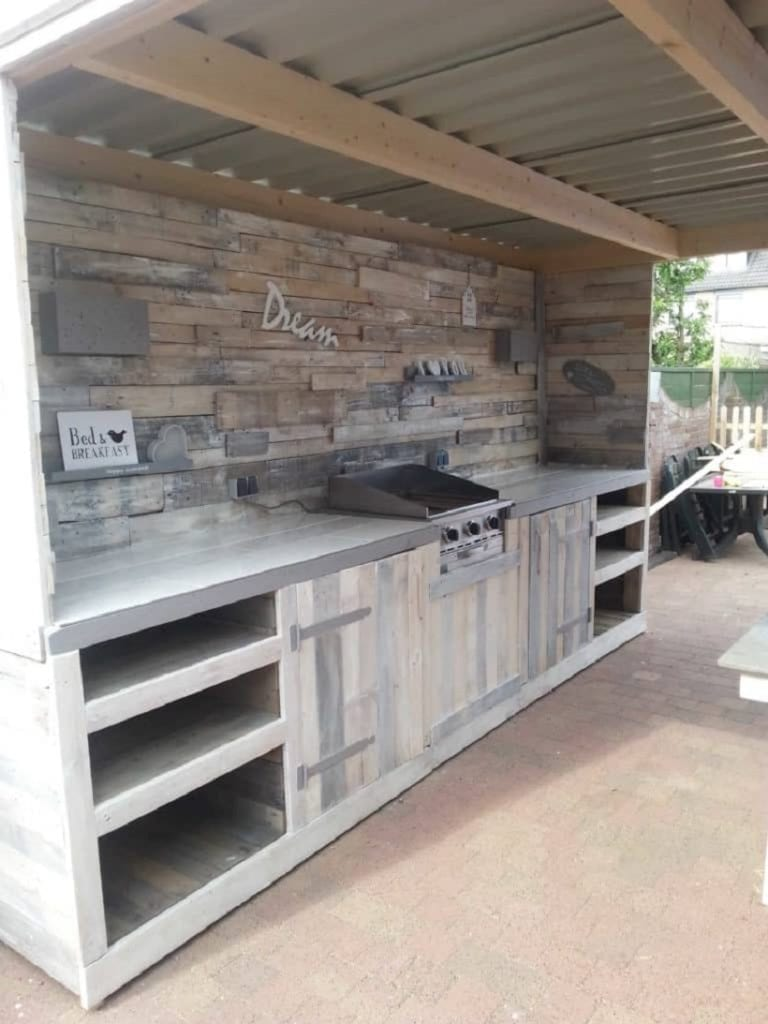 Building an outdoor kitchen and bar combination with re-purposed pallets will save you a good amount of money.